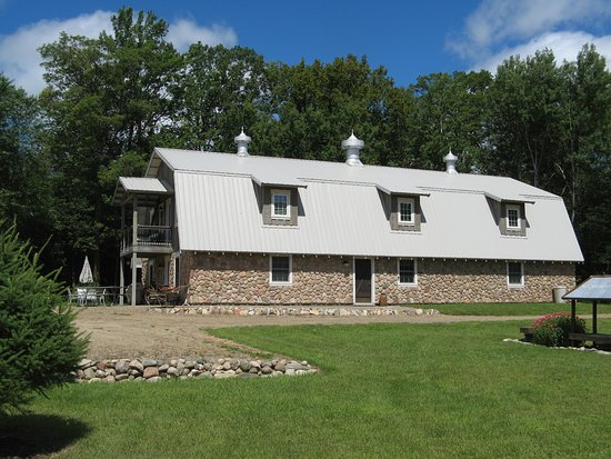 Pequot Lakes, MN: Barn Lodge