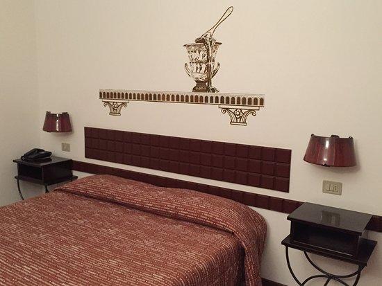 """Etruscan Chocohotel: Camera con dettagli """"cioccolatosi"""""""
