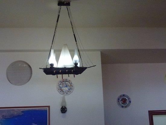 Alex's Restaurant : Wunderschöne Lampen- ich hätte gern eine mitgenommen.