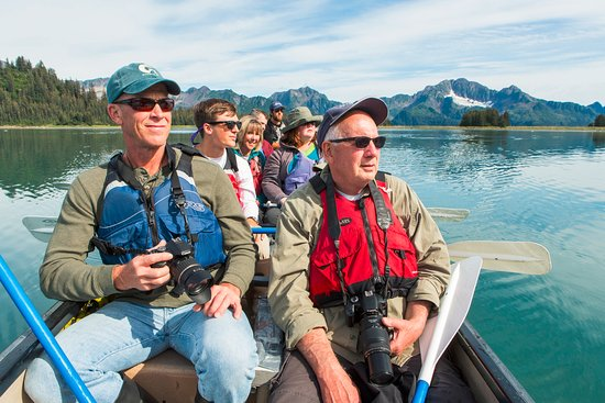 Kenai Fjords National Park, AK: Upon arrival at the lodge, tour the property by sturdy canoe.