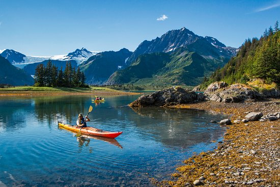 Parque Nacional de los Fiordos de Kenai, AK: Wonderful kayaking options available and included in your stay.