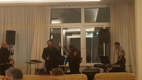 Hotel Des Bains Terme: Italienischer Abend mit Livemusik: Großartig