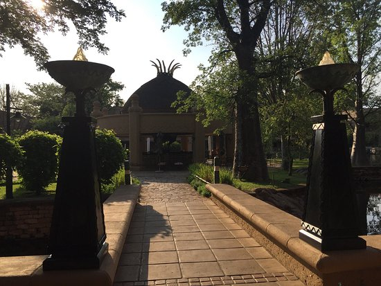 The Kingdom at Victoria Falls: Nice hotel