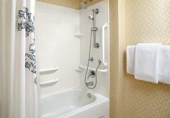 Ada bathtub picture of residence inn tampa suncoast - Hilton garden inn tampa suncoast parkway ...