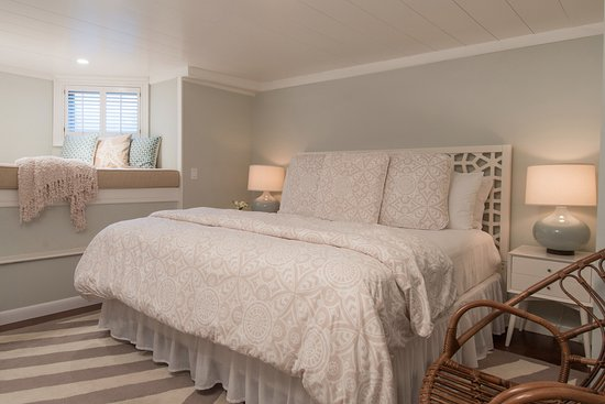 Regatta Inn: One of our larger suites at our cozy Nantucket inn