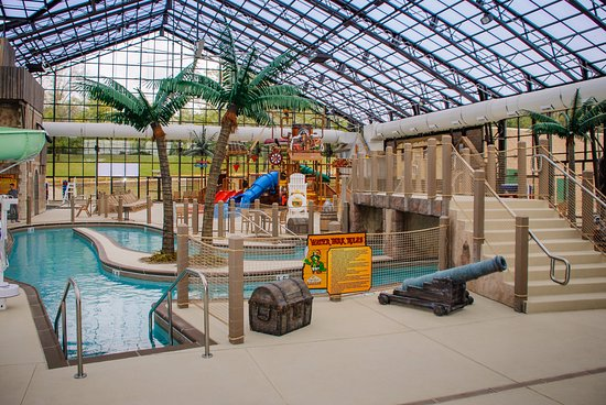 Sheridan, IL: Enjoy the indoor waterslides, water feature and swimming pool