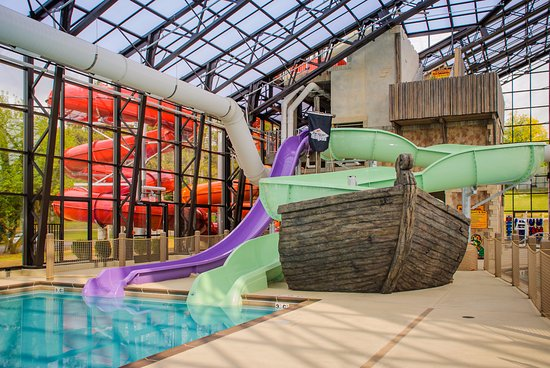 Sheridan, IL: Pirate's Cay indoor water slides