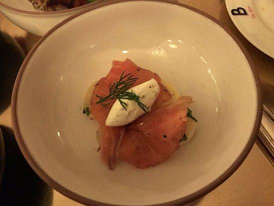 Salmon gravlax, pomme à l'huile & dill cream