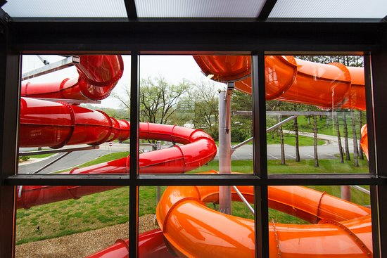 Sheridan, IL: Race down the indoor water slides
