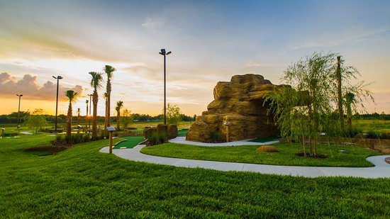 Holiday Inn Club Vacations Orlando Breeze Resort: Play mini golf with family and friends at the resort