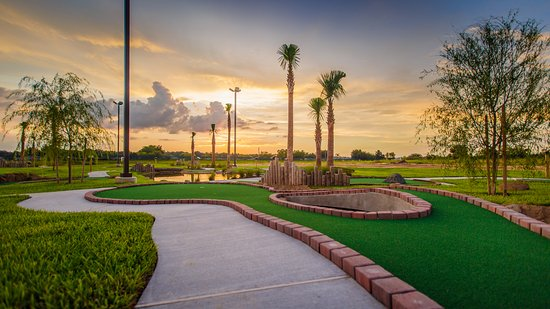 Holiday Inn Club Vacations Orlando Breeze Resort: Enjoy a round of mini golf during your stay