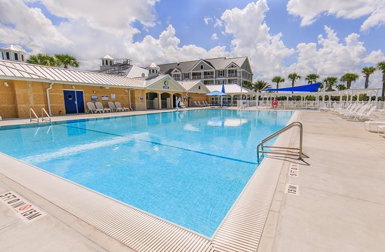 Holiday Inn Club Vacations Orlando Breeze Resort: Swim in the outdoor swimming pool