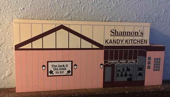 Mercer, PA: Replica of the front of the Shannon's Kandy Kitchen Store
