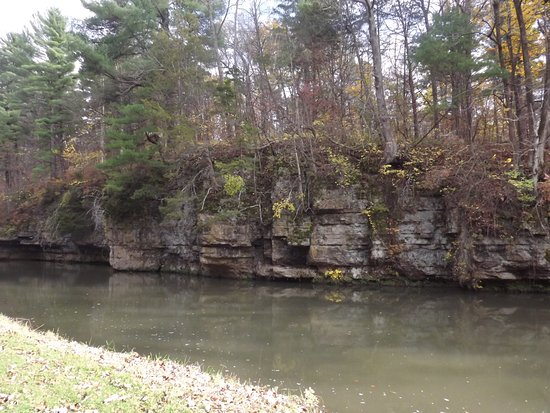 Mount Morris, IL: Natural bluffs & fun stone paths to cross creek