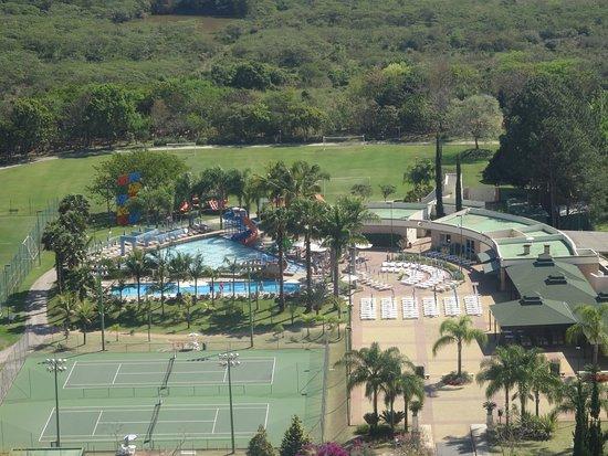 Bourbon Atibaia Convention & Spa Resort: Vista das piscinas e campos