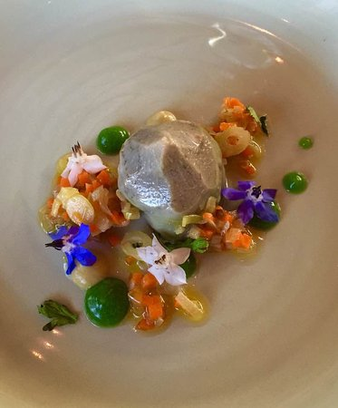 Dunkeld, Australia: Artichoke with edible flowers