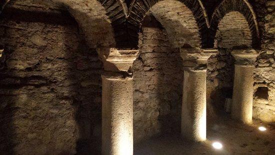 Grotte Tufacee Comunali: Arco nelle Grotte