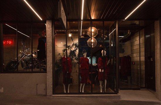 New Plymouth, New Zealand: Et Vous Fashion Boutique - 118 Devon Street West