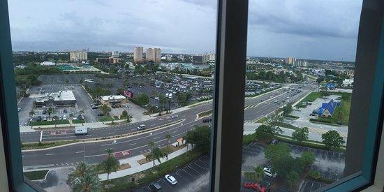Four Points by Sheraton Orlando Studio City Hotel: Vista del International Drive desde el piso 16