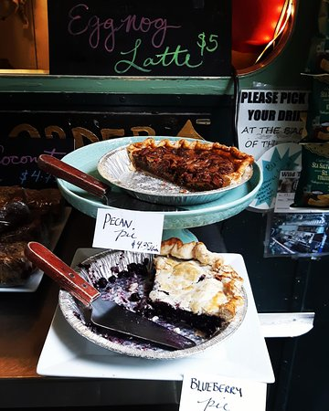 Saturna Island, Canada: Our pie by the slice is delicious!