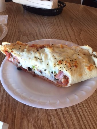 Hawthorne, NV: 1/2 of a yummy Calzone
