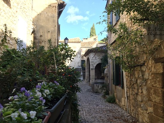 Vaucluse, France : Séguret, hilltop village