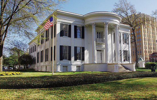 Jackson, MS: This 1841 beautiful Greek revival mansion houses the Governor.