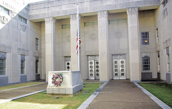 Jackson, MS: War Memorial Museum pays honor to fallen Mississippians.