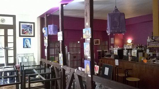 Lauzun, Francia: Floc'n Tea, le bar vu du salon