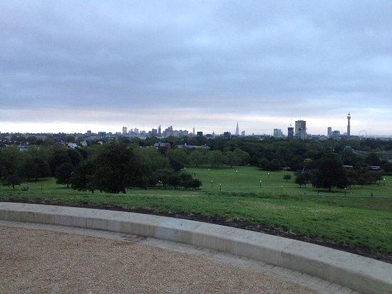 London, UK: גבעת פרימרוז (Primrose Hill) בריג'נט פארק (Regent's Park) יוני 2012