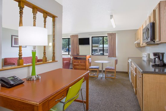 South Boston, VA: Kitchenette Suite