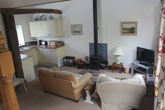 Norfolk, UK: lounge with log burner ,tv &dvd player
