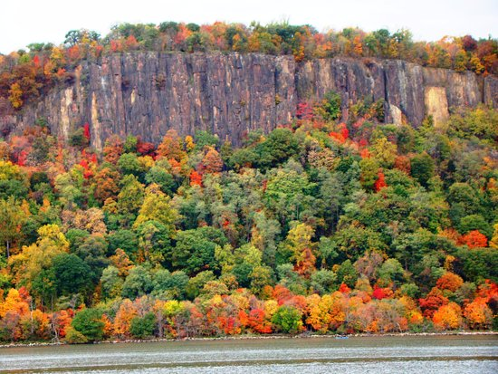 Hudson River Cruises, Inc.: Palisades - Fall Foliage Cruise on Hudson River to Cold Spring