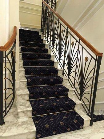 Hotel Manzoni: Stairs