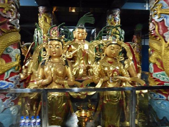 Tongliao, China: В храме