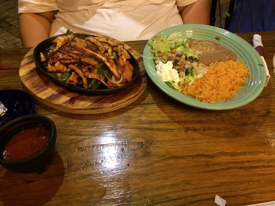 El Rancho: Delicious Chimichamgas,  Awesome Fajitas