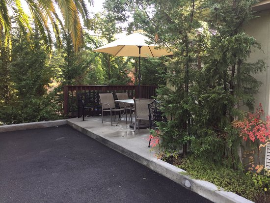 Marin Lodge: Outdoor seating
