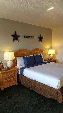 Sunrise Inn: King Handicap Suite