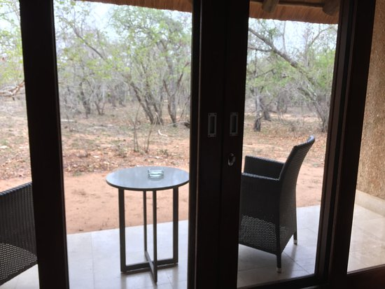 Kapama Southern Camp: Private seating area for each room