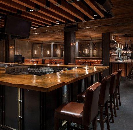 earl 39 s restaurants edmonton 11830 jasper ave nw oliver. Black Bedroom Furniture Sets. Home Design Ideas