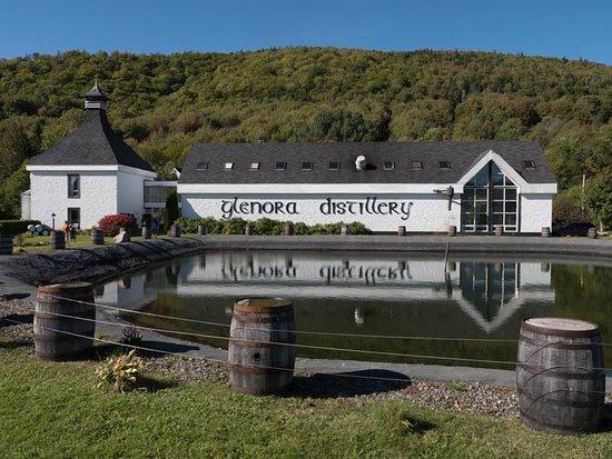 Mabou, كندا: Glenora Distillery