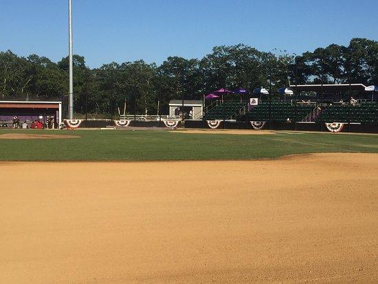 Oak Bluffs, ماساتشوستس: Baseball on the vineyard