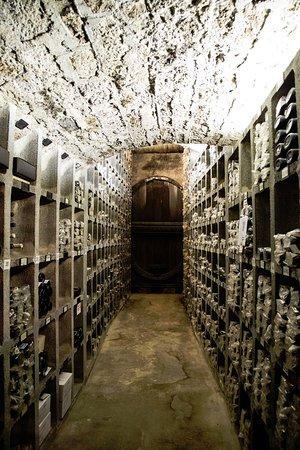 Buergerspital zum Heiligen Geist - Weingut: old collection of wines storage