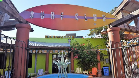 Executive Surf Club: The outside patio area would be great on a weekends with larger groups of people.