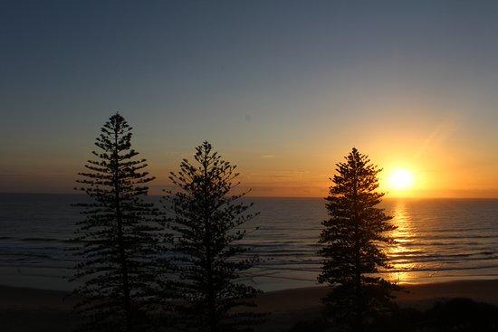 Coolum Beach, Australia: Sunrise from the 8th floor