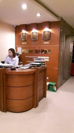 Hanoi Holiday Diamond Hotel: Reception counter