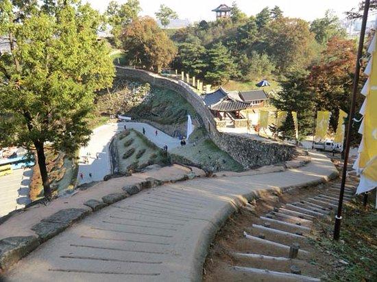 Gongju, Coréia do Sul: 急傾斜の城壁
