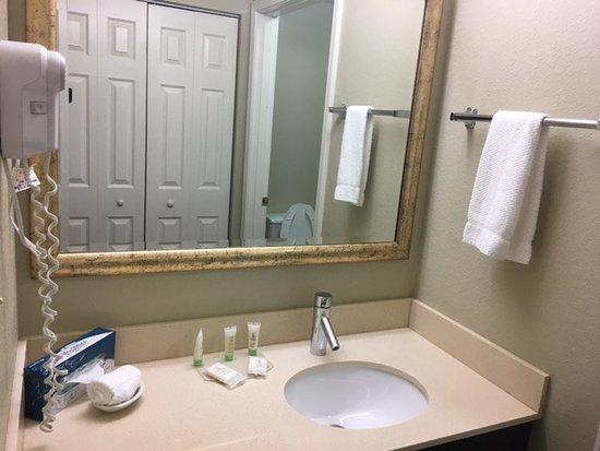 Staybridge suites chicago oakbrook terrace hotel 200 for 200 royce blvd oakbrook terrace il 60181