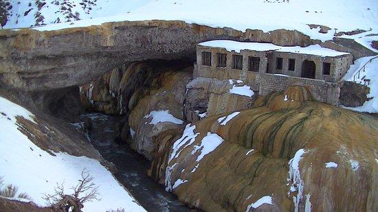 El Puente del Inca, a unos pasos del hostel
