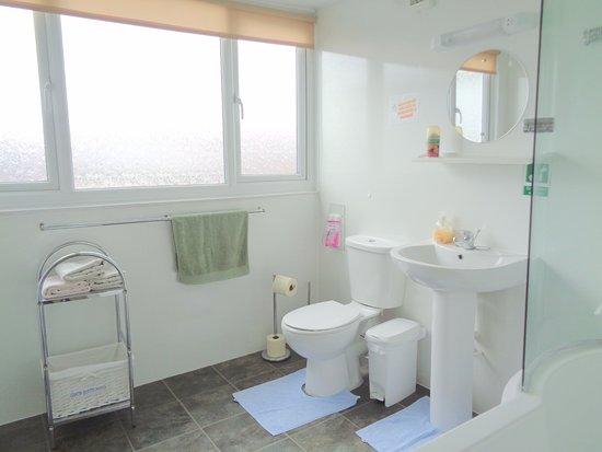 لاسيز جيست هاوس: Top Floor Bathroom
